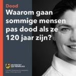 Henne geeft college bij de Universiteit van Nederland